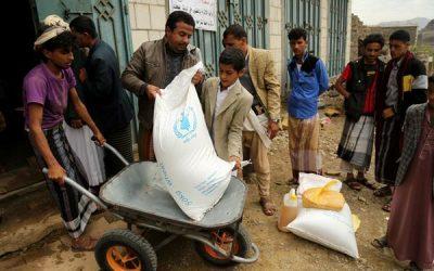 مليشيا الحوثي تنهب المساعدات الغذائية