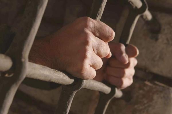وفاة معتقل جديد في سجون الحوثي جراء التعذيب