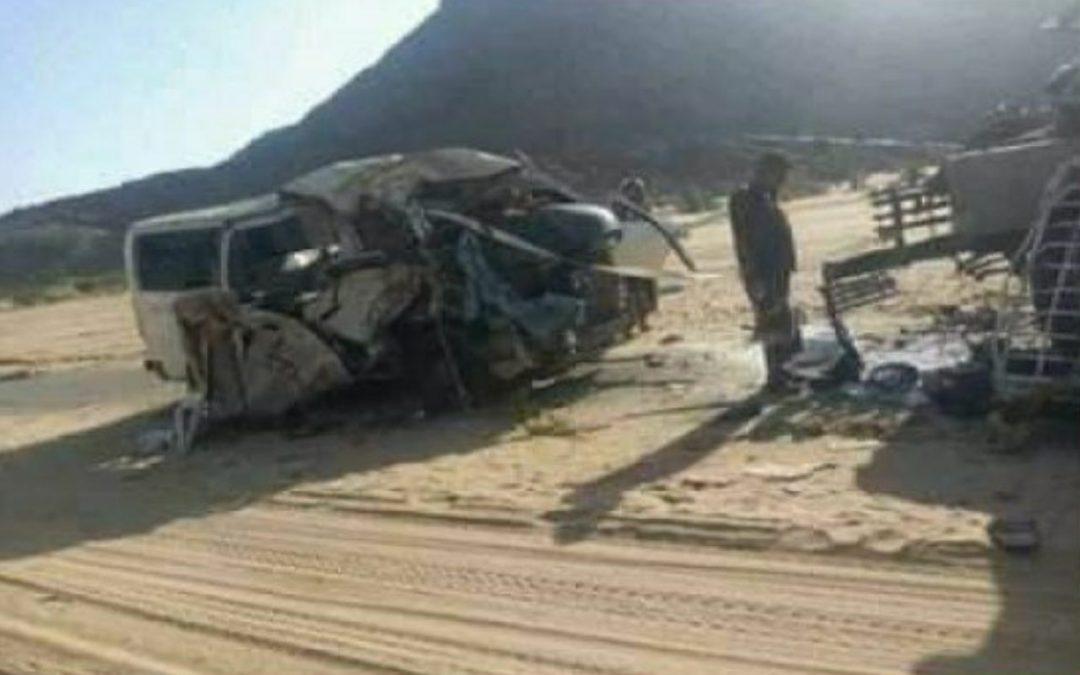 وفاة 12 مواطناً من أبناء تعز بينهم نساء وأطفال في إنقلاب حافلة ركاب بشبوة [أسماء]