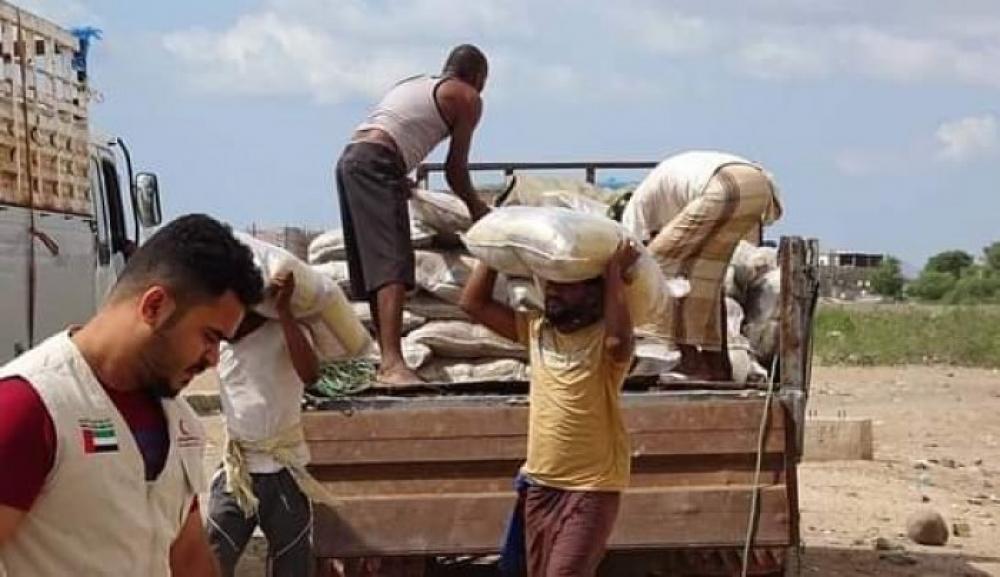 الإمارات تطلق حملة إغاثية لمخيمات النازحين بعدن