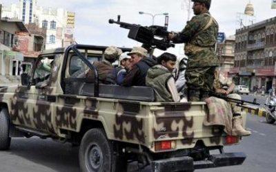 طلاب يعبرون عن رفضهم إنتشار مسلحي مليشيا الحوثي لمتابعة احتفالات المدارس بالمولد النبوي