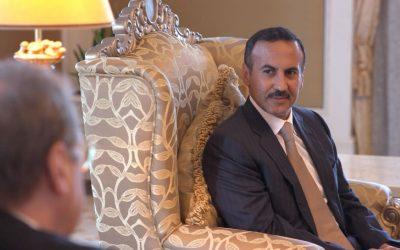 أحمد علي عبدالله صالح يجري اتصالاً هاتفياً بالسفير عبده علي عبد الرحمن للأطمئنان على صحته