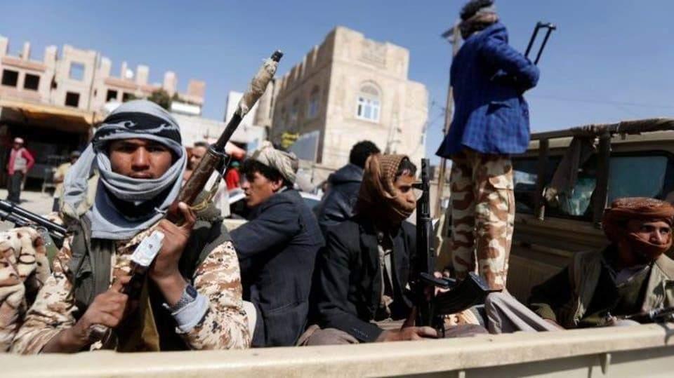 الحوثيون يحشدون خمسة آلاف شاب لحماية إحتفالهم ويقطعون الشوارع المؤدية إلى السبعين