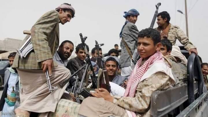 القوات المشتركة تتصدى لهجوم حوثي واسع وتحرق مخزن أسلحة للمليشيا غرب حيس بالحديدة