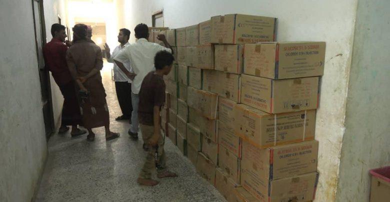 الهلال الإماراتي يسلم مستشفيات الحديدة أدوية ومحاليل وريدية لعلاج حمى الضنك لليوم الثاني على التوالي