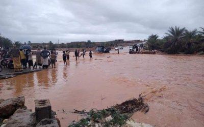 سقطرى تغرق بسيول الإعصار كيار والسلطة المحلية تحذر المواطنين والصيادين