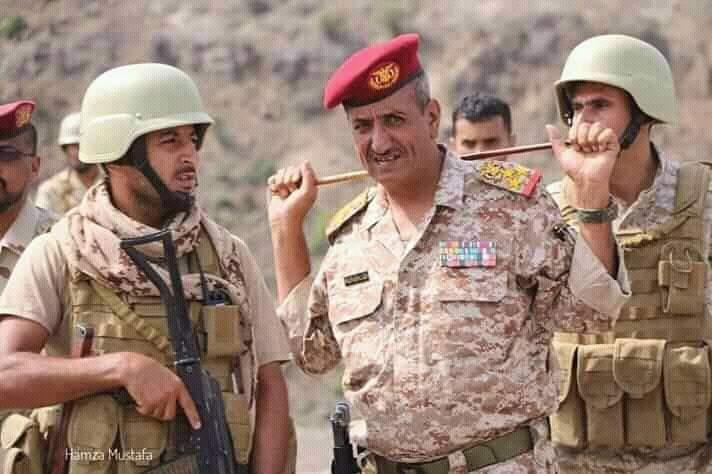 بعد يوم من إغتيال قائده… هجوم حوثي وإخواني مزدوج على مواقع اللواء 35 مدرع