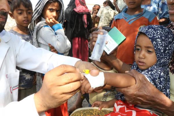 """""""هلال الإمارات"""" يسير عيادة متنقلة لمكافحة حمى الضنك في منطقة الشاذلية بالمخأ"""