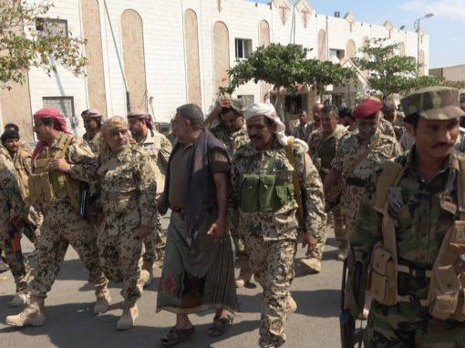قيادات سياسية وعسكرية تواصل زياراتها للأبطال في جبهة الساحل الغربي