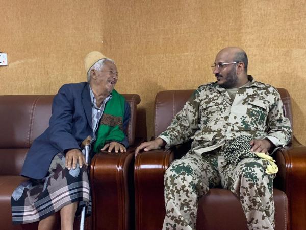 """العميد """"طارق صالح"""" يلتقي الشيخ """"عبدالغني زامط"""" شيخ الوازعية"""