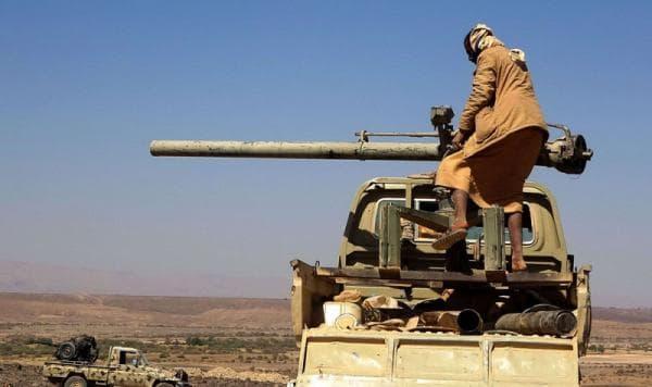 مصرع وإصابة واحد وعشرون عنصراً حوثياً وتدمير مخزن أسلحة بقصف مدفعي غربي مأرب
