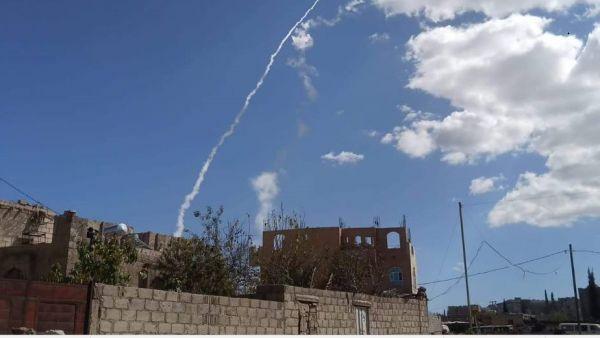 استهداف مطار عدن.. صاروخان باليستيان حوثيان انطلقا من ذمار وثالث من تعز