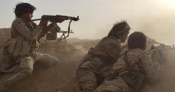 مقتل وإصابة عناصر حوثية في كمين للجيش بجبهة ناطع