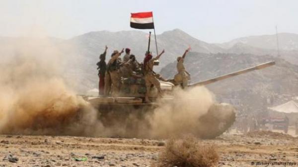 مصرع وإصابة عناصر حوثية بقصف مدفعي وغارات جوية غربي مأرب