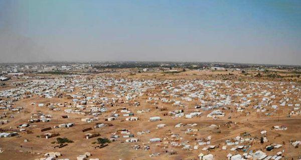 ميليشيا الحوثي نفذت (43) هجوماً على مخيمات النازحين بمأرب في (3) أشهر