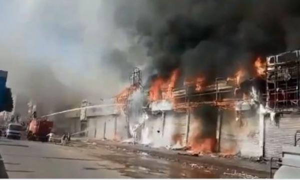 حريق هائل يلتهم احد اكبر المراكز التجارية بصنعاء