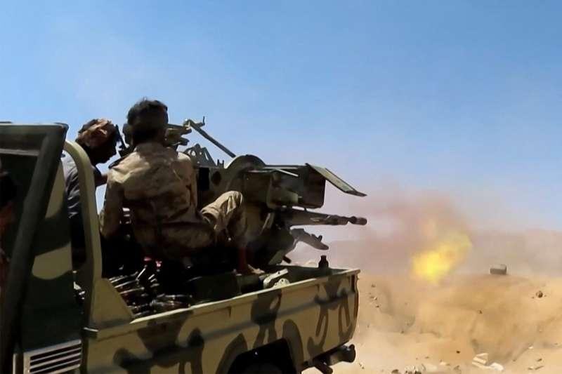 الجيش الوطني ورجال القبائل يحررون مواقع في مأرب ويفشلون تسللاً حوثياً في الجوف