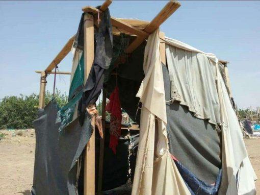 مأرب.. تفاقم معاناة النازحين في ثلاثة وسبعين مخيماً جراء الأمطار وتضاريس الصحاري