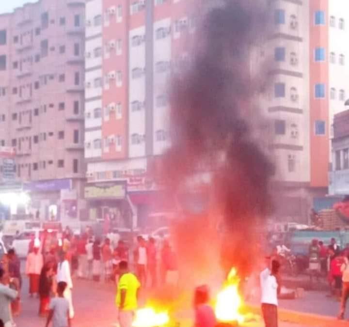 اتساع الاحتجاجات في حضرموت والجيش ينسحب وإصابة طالب بطلق ناري بغيل باوزير