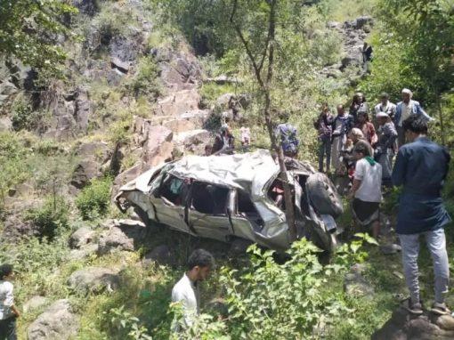 إب.. سقوط سيارة من أعلى الجبل وإصابة سبعة عشر شخص أغلبهم من أسرة واحدة