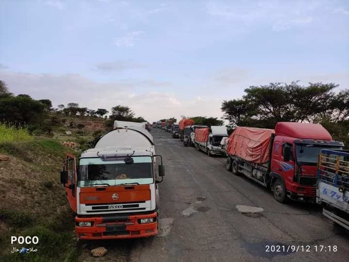 إضراب مفتوح لسائقي شاحنات النقل احتجاجا على نقاط الجباية غير القانونية في تعز