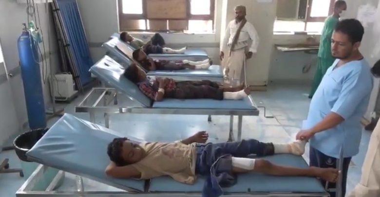 إصابة خمسة عشر مدني بينهم نساء وأطفال جراء انفجار لغم حوثي بسيارة جنوبي الحديدة