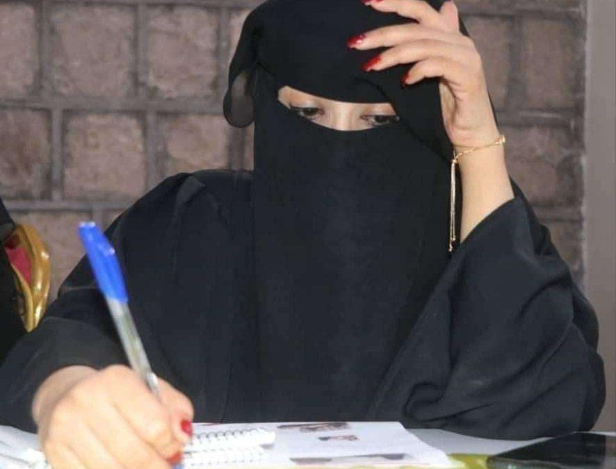قوات أمنية تابعة لمليشيات الإخوان الإرهابية تداهم منزل ناشطة حقوقية وتقودها لأحد السجون بمأرب