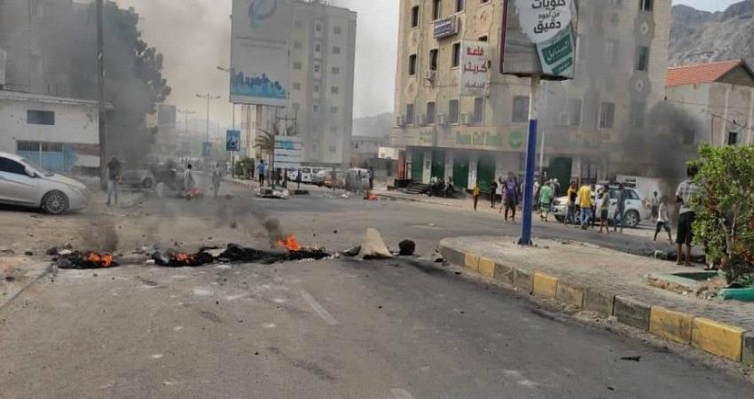 عدن.. تواصل الاحتجاجات الغاضبة وإصابة خمسة محتجين برصاص قوات أمنية