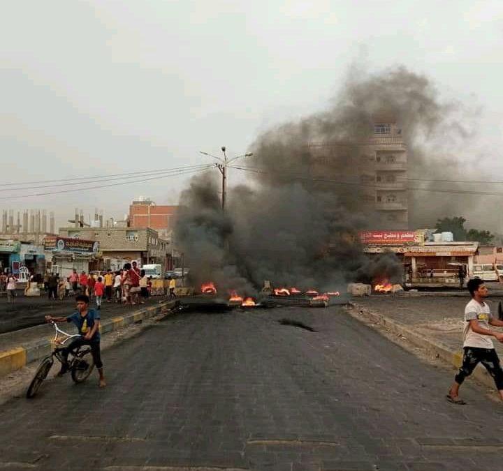 لليوم الثالث على التوالي.. احتجاجات غاضبة منددة بتردي الخدمات والأوضاع الاقتصادية في المناطق المحررة